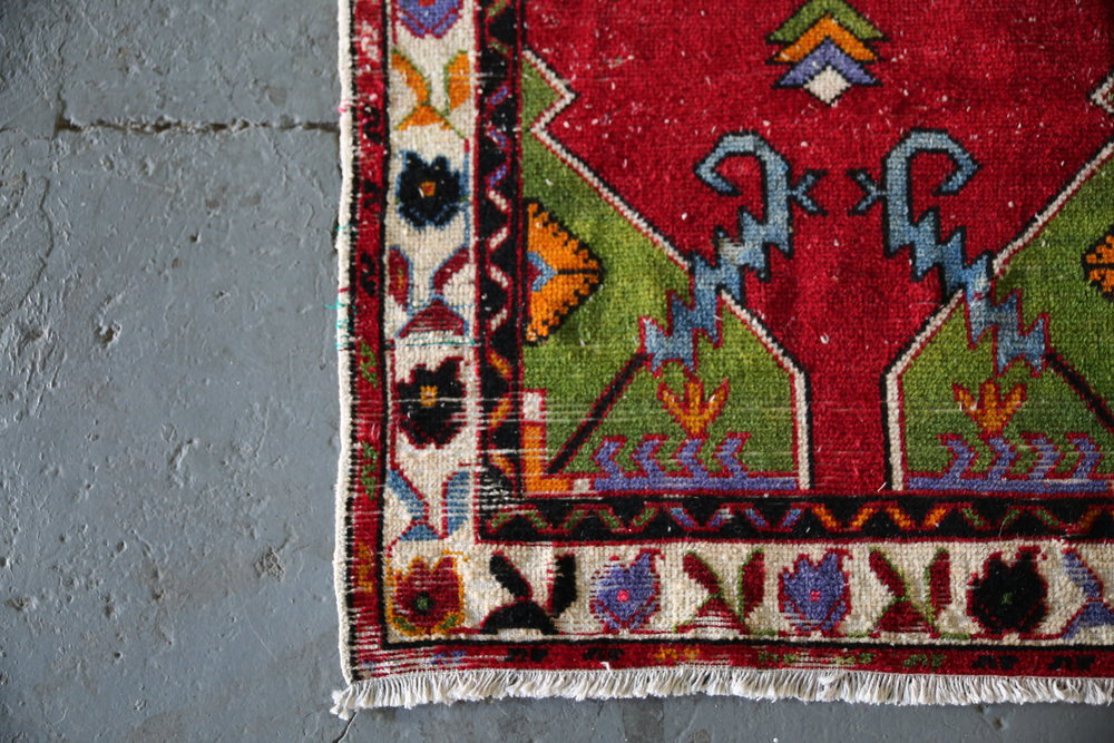 Vintage Faded Anatolian Turkish Rug 2.6ftx5.5ft