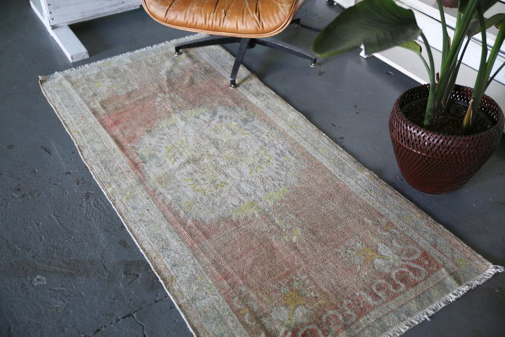 Vintage Faded Anatolian Rug 2.9ftx6ft