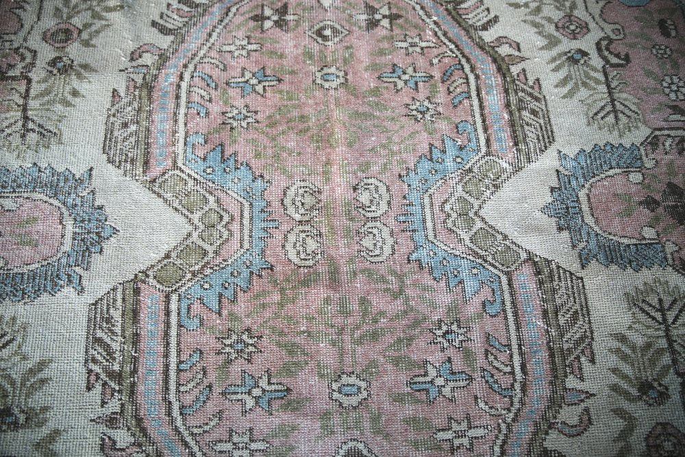 Vintage Faded  Isparta Rug 6x9.4ft