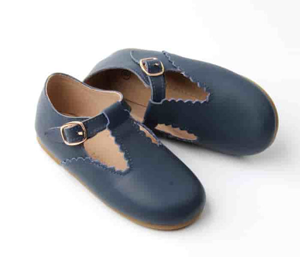 Hard Sole Scallop Trim Leather T-bars Shoes in Navy
