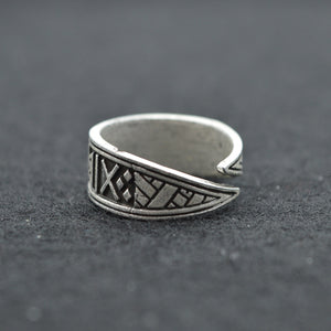 "Runes ""I give good luck"" Ring"
