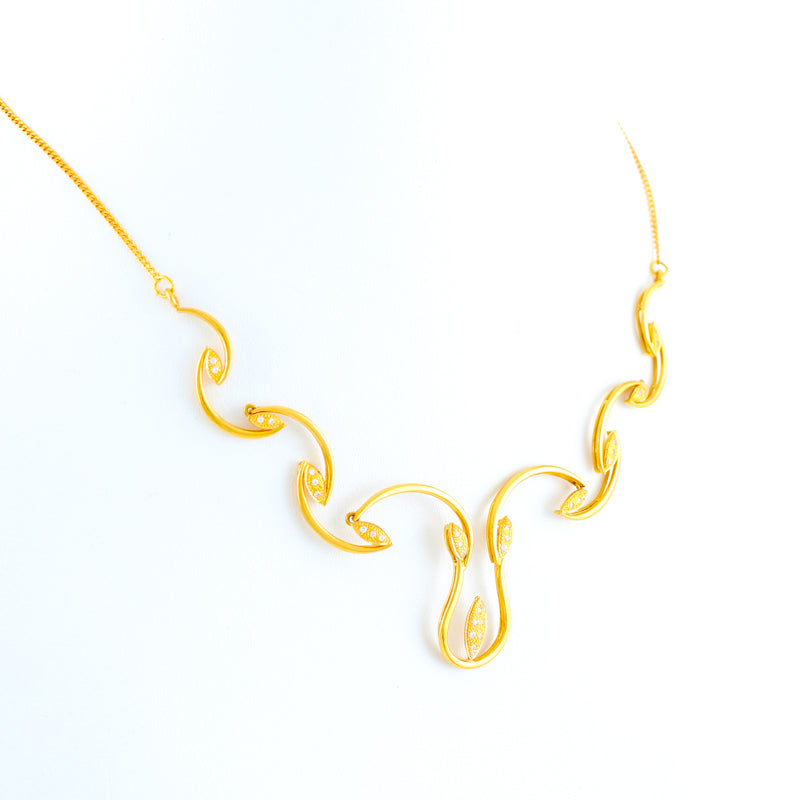 22KT YELLOW GOLD NECKLACE WITH STONE