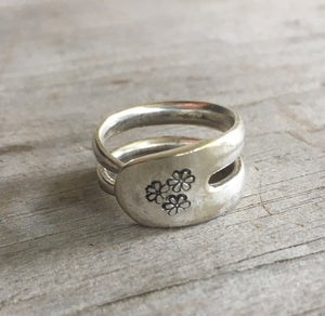 Double fork tine ring with flowers