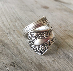Coil wrap spoon ring with grapes motif size 8
