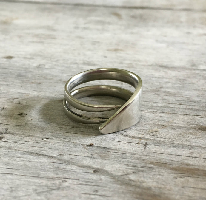 Double Fork Tine Ring Modern Design with Angled End Size 10