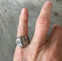 Spoon Ring Community Fortune Shown On Model