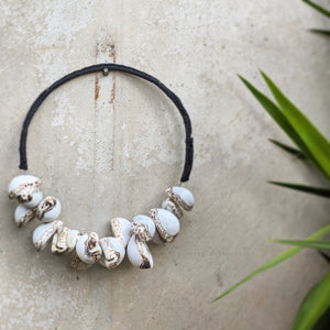 Cowa Decorative Shell Necklace