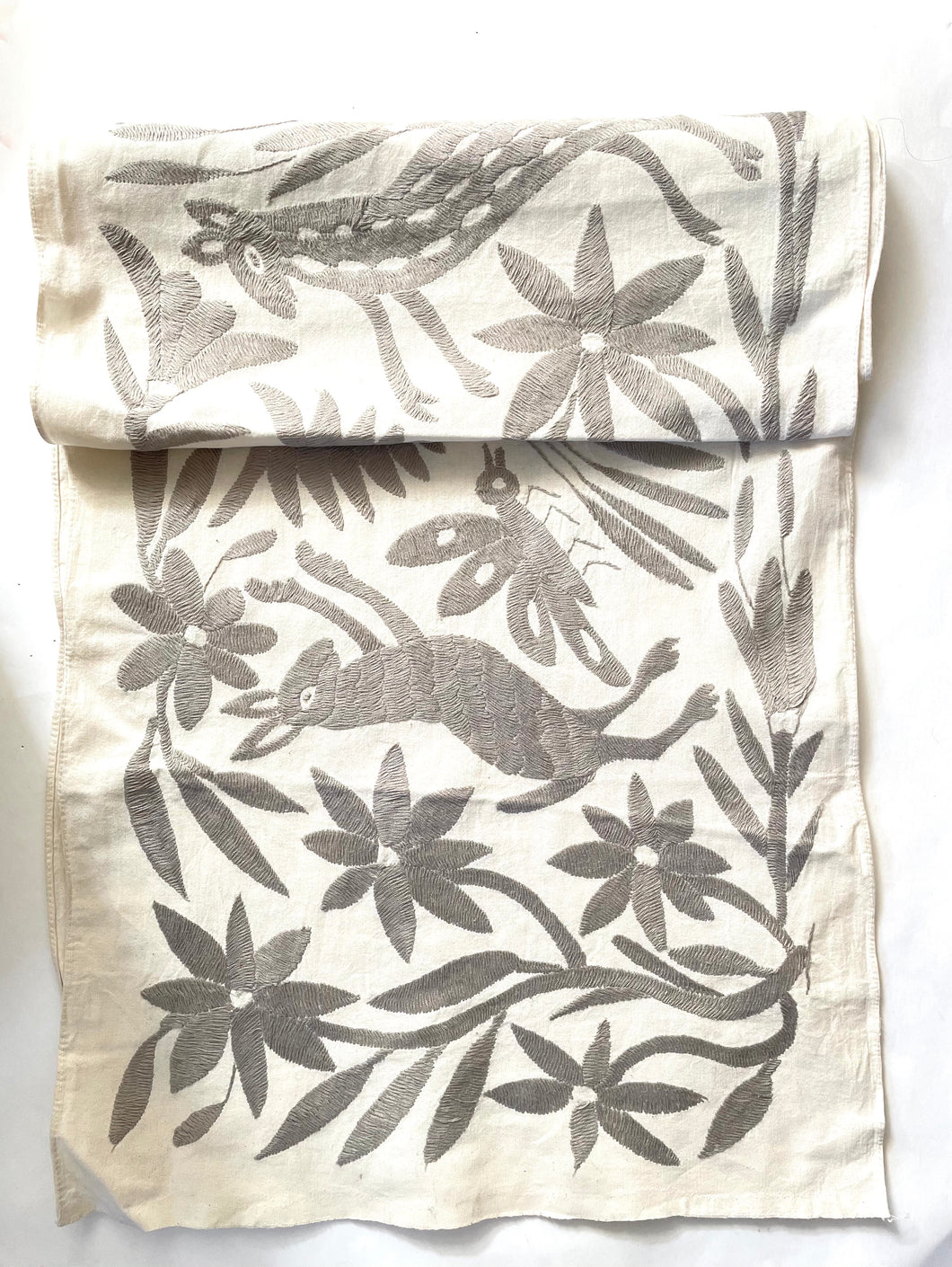 Otomi Table Runner (Grey) - colibrilove