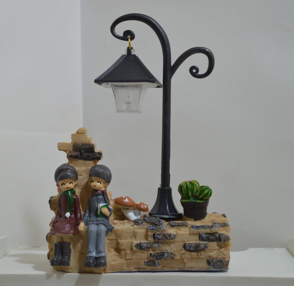 Vintage Lamp Post Couple, Unique Gift - The ShopCircuit