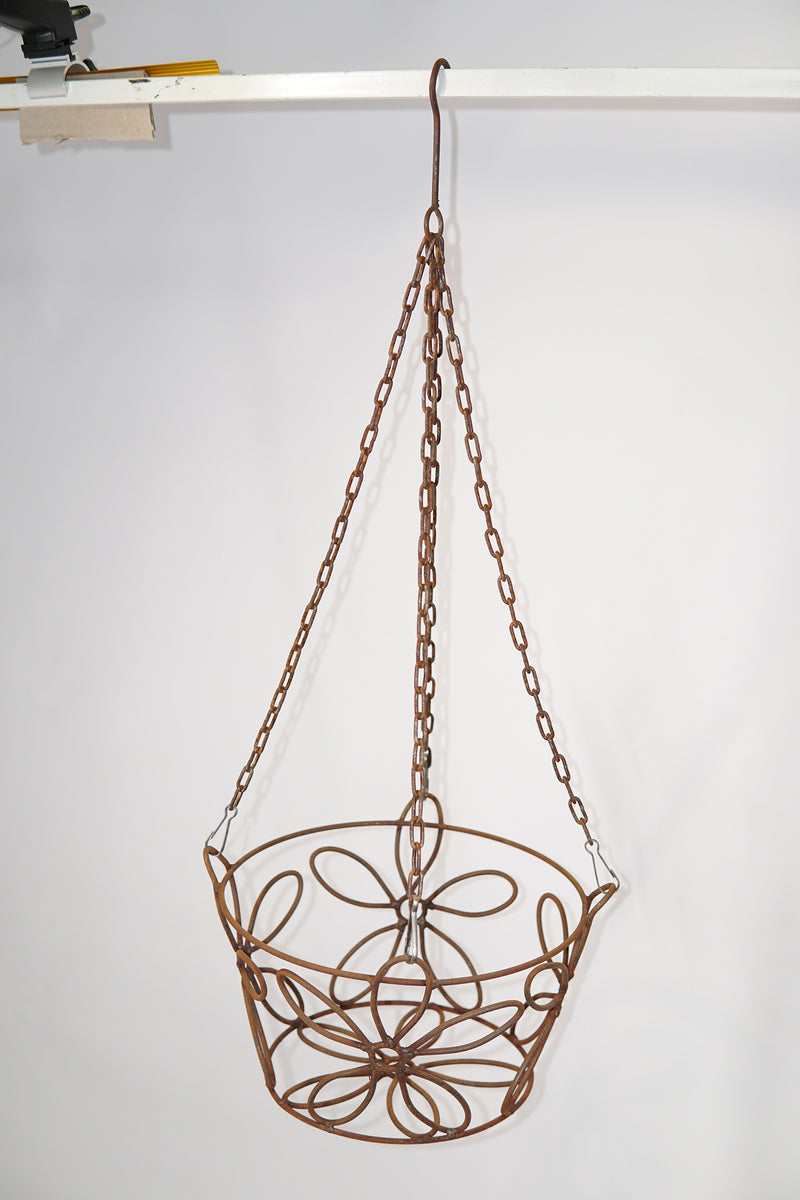 W3497  Daisy round basket with chain