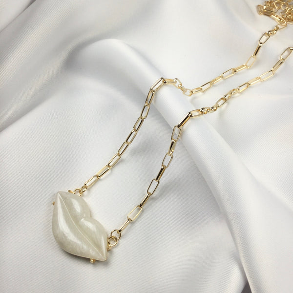 Fashion Ivory Lip Necklace 18k Gold Plated