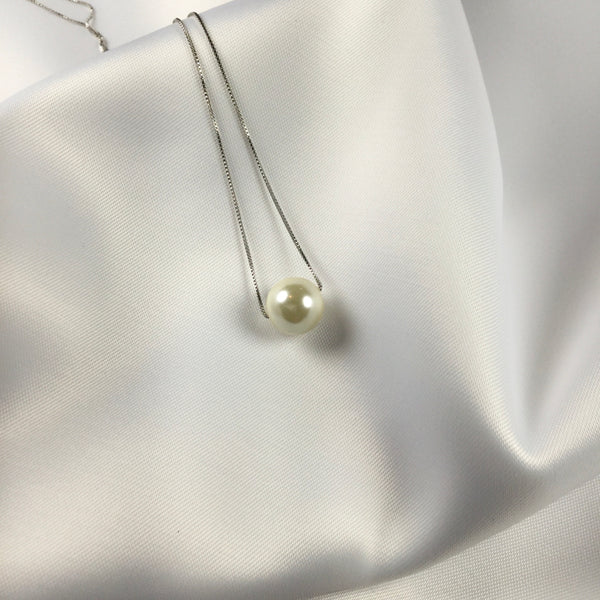 Delicate choker necklace one pearl