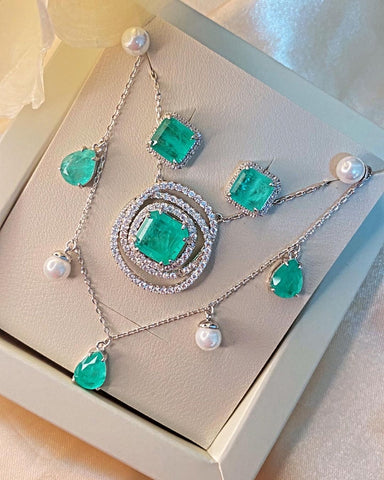 Stunning Drop Shape Necklace Colombian Emerald Shell Pearl