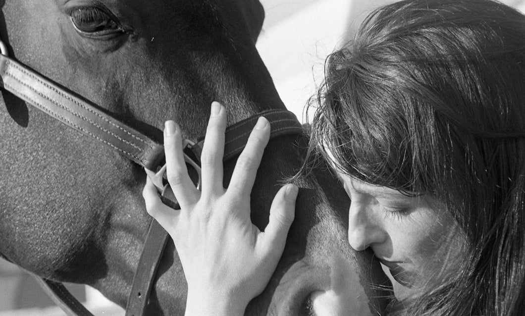 Hampton Classic, Amy Kissing Horse, Bridgehampton, NY, 2008
