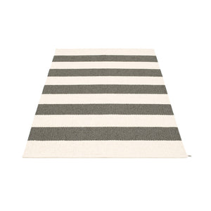 Bridgehampton Plastic Floor Mats Charcoal/Vanilla (Multiple Sizes)
