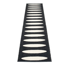 Lazy Beach Plastic Floor Mats Black/Vanilla (Multiple Sizes)