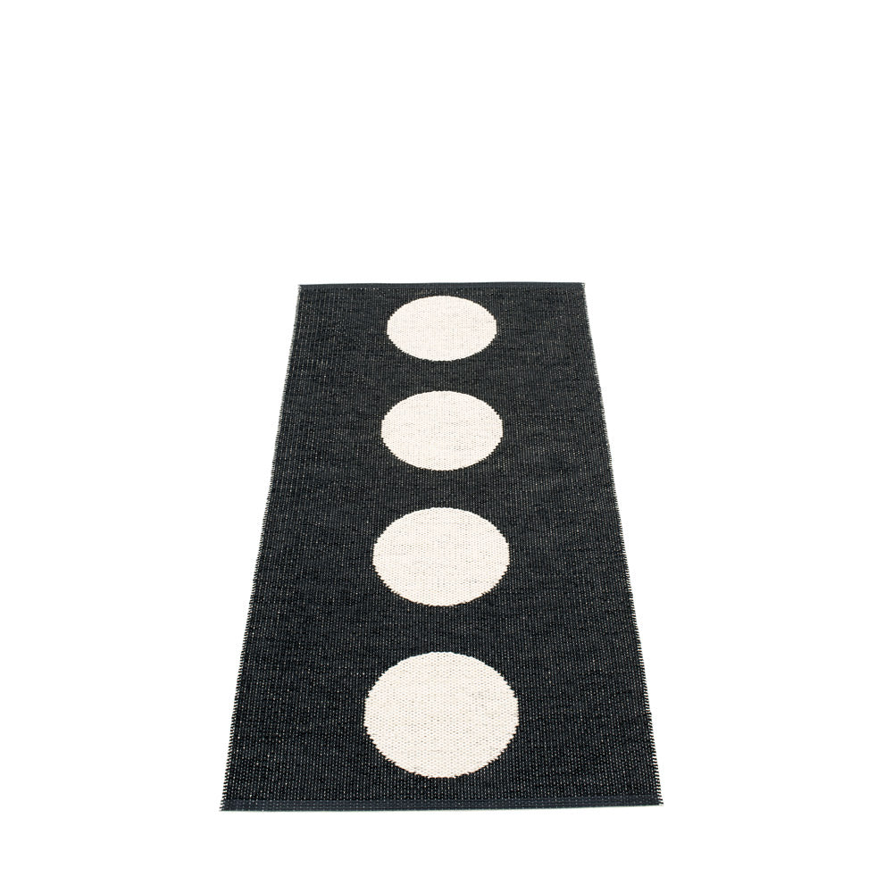 North Haven Plastic Floor Mats Black/Vanilla (Multiple Sizes)