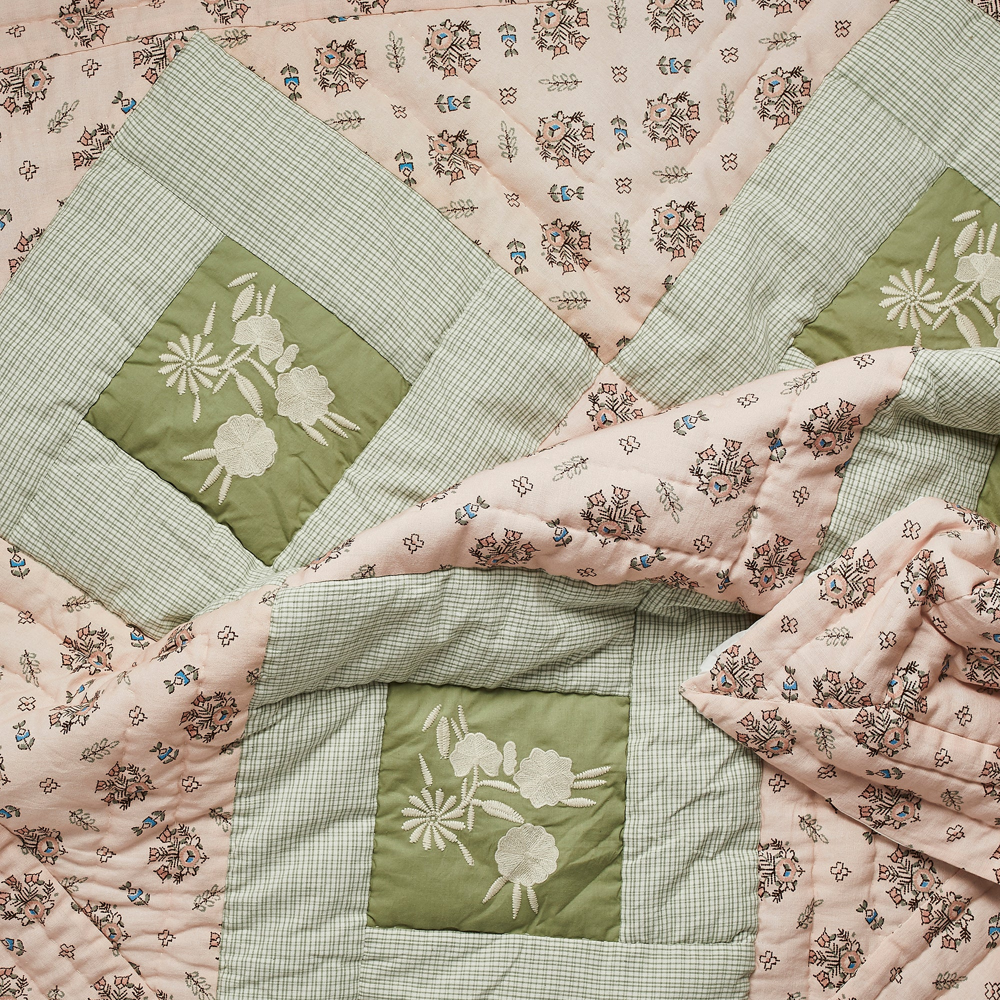 Apolina x Projekti Tyyny 'Strawberry Mountain' Baby Quilt (Small)