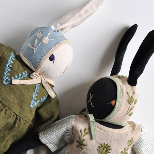 Apolina for the Polka Dot Club: Miniature Bonnets for large PDC rabbits