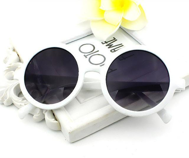 Classic Round Frame Sunglasses Sunglasses Loom Rack White