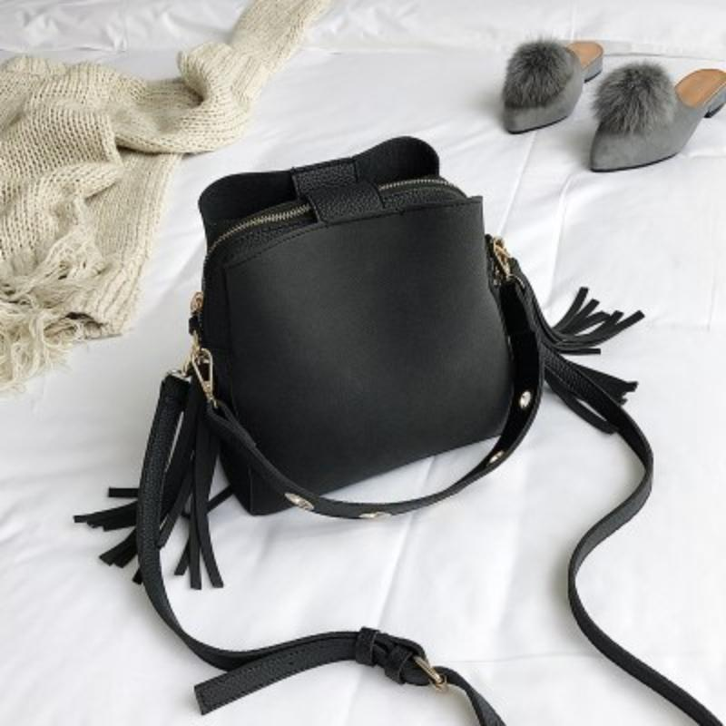 Vintage Tassel Adorned Bucket Crossbody Messenger Bag Shoulder Bags Loom Rack Black
