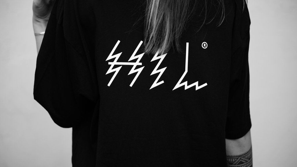 HEL N° 4 | Black Tee | 100% Organic Cotton