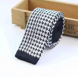 Houndstooth and nail