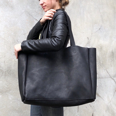Super XL Classic tote in black leather