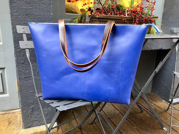 Oversized blue tote bag with zipper