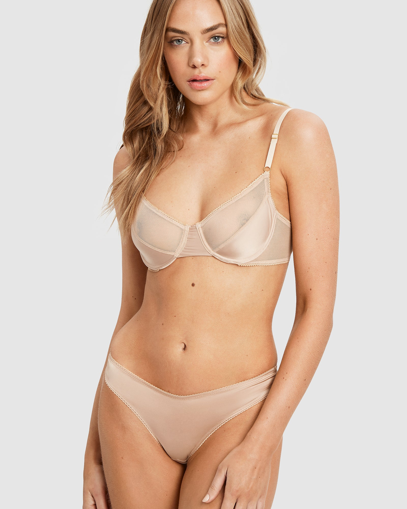 Rosie underwire bra and g-string set in gold