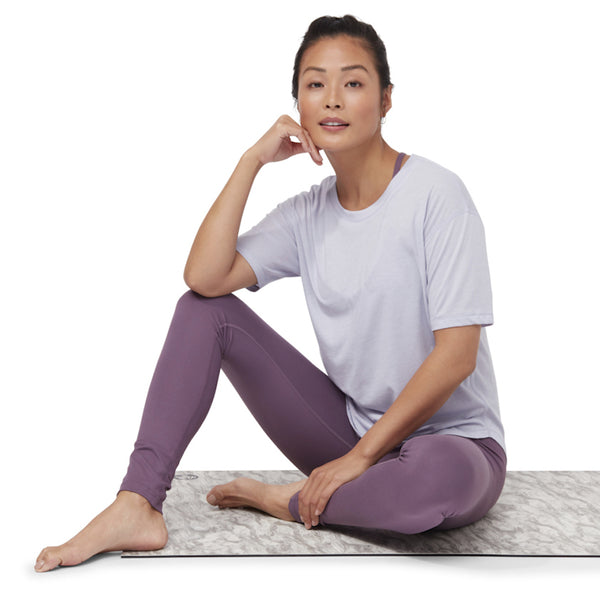 manduka-t-shirt-violet-garmendo-sustainable-sportswear-ethical-activewear