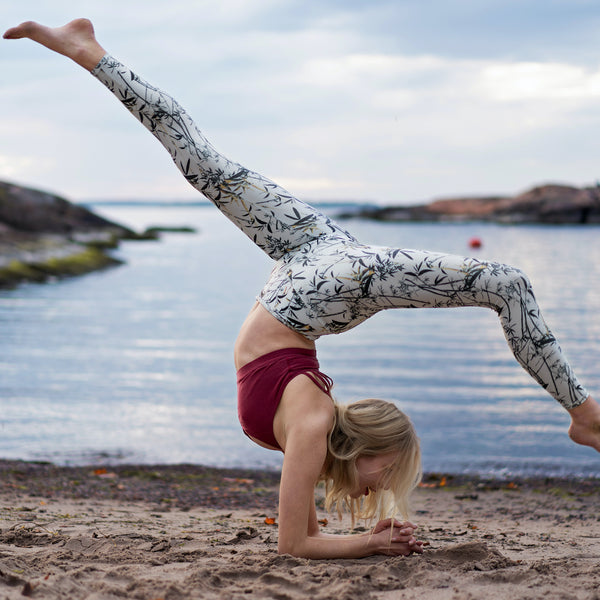 sustainable-sportswear-ethical-activewear-garmendo-mandala-recycled-plastic-leggings