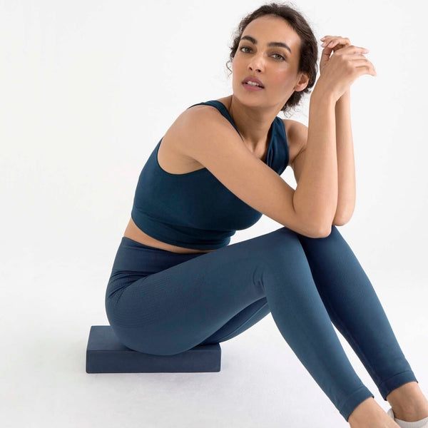 sustainable-sportswear-ethical-activewear-garmendo-jilla-active-seamless-leggings