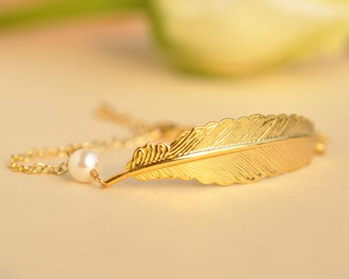 Golden Feather Pearl Bracelet