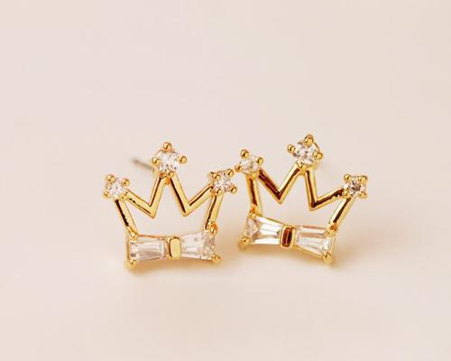 Sweet Prince Crystal Stud Earrings for Women