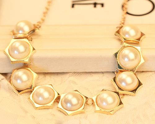Hexa Nine Pearl Necklace - White