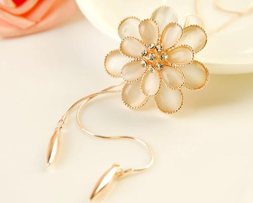 Lovely Gold Flower Crystal Necklace