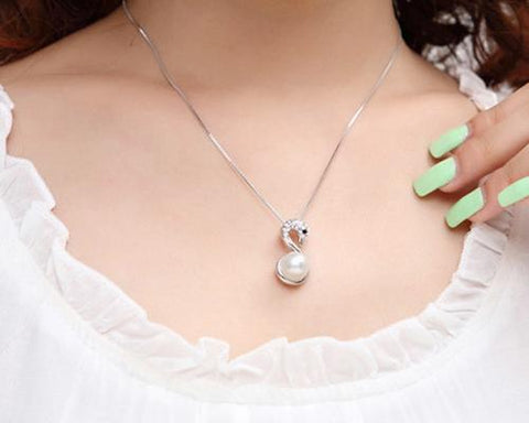 Chic Swan Pearl White Crystal Necklace