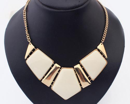 Elegant Geometric Polygon Resin Necklace - Ivory White