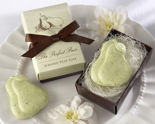 Lovely Wedding Favor Gift Soap - Couple Pear