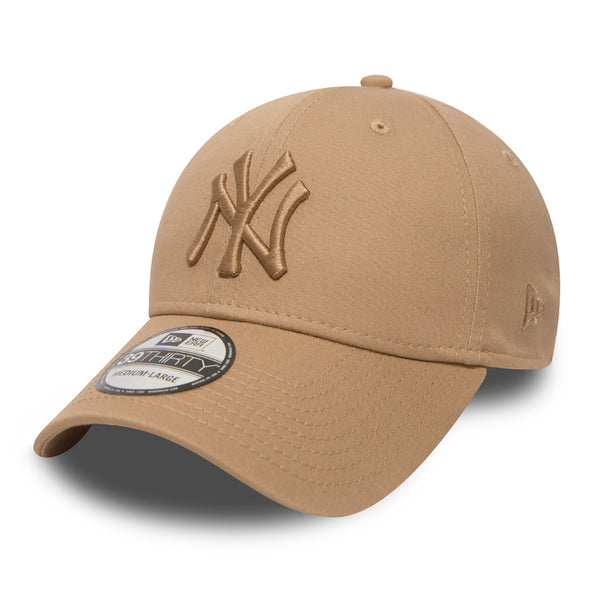 NEW ERA 39THIRTY FITTED CAP. NEW YORK YANKEES LEAUGUE ESSENTIAL. CAMEL  from peaknation.co.uk