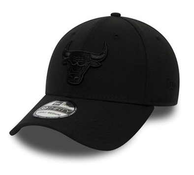 NEW ERA 39THIRTY FITTED CAP. BLACK ON BLACK. CHICAGO BULLS from peaknation.co.uk
