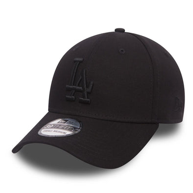 NEW ERA 39THIRTY FITTED CAP. LEAGUE ESSENTIAL LA DODGERS. BLACK/BLACK