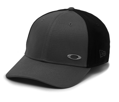 OAKLEY/NEW ERA 39THIRTY FITTED CAP. GRIGO SCURO from peaknation.co.uk