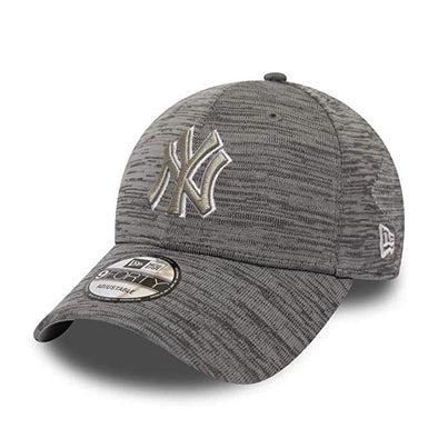 NEW ERA NEW YORK YANKEES ENGINEERED FIT 9FORTY CAP. GREY. from peaknation.co.uk