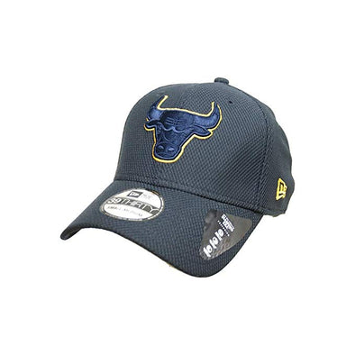 NEW ERA 39THIRTY FITTED CAP. STRETCH TECH POP. CHICAGO BULLS. NAVY/GOLD