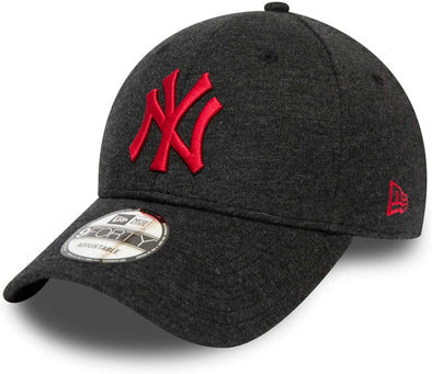 NEW ERA JERSEY ESSENTIAL 9FORTY CAP. NEW YORK YANKEES. BLACK/RED