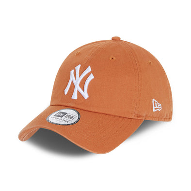 NEW ERA TEAM CASUAL CLASSIC 9TWENTY CAP. NEW YORK YANKEES. TOFFEE/WHITE