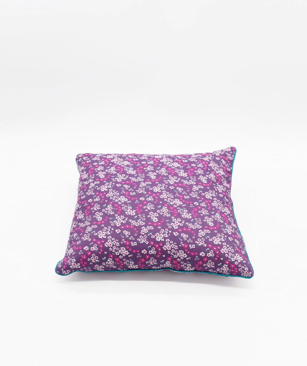 Coussin carré 3 boutons Hanako lilas