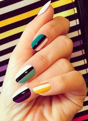 Graphic nails trend 2018